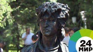 В Алматы открыли памятник герою Цоя из фильма «Игла» - МИР 24