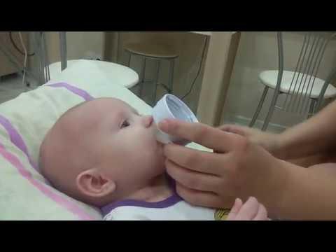 Как дать лекарство новорожденному