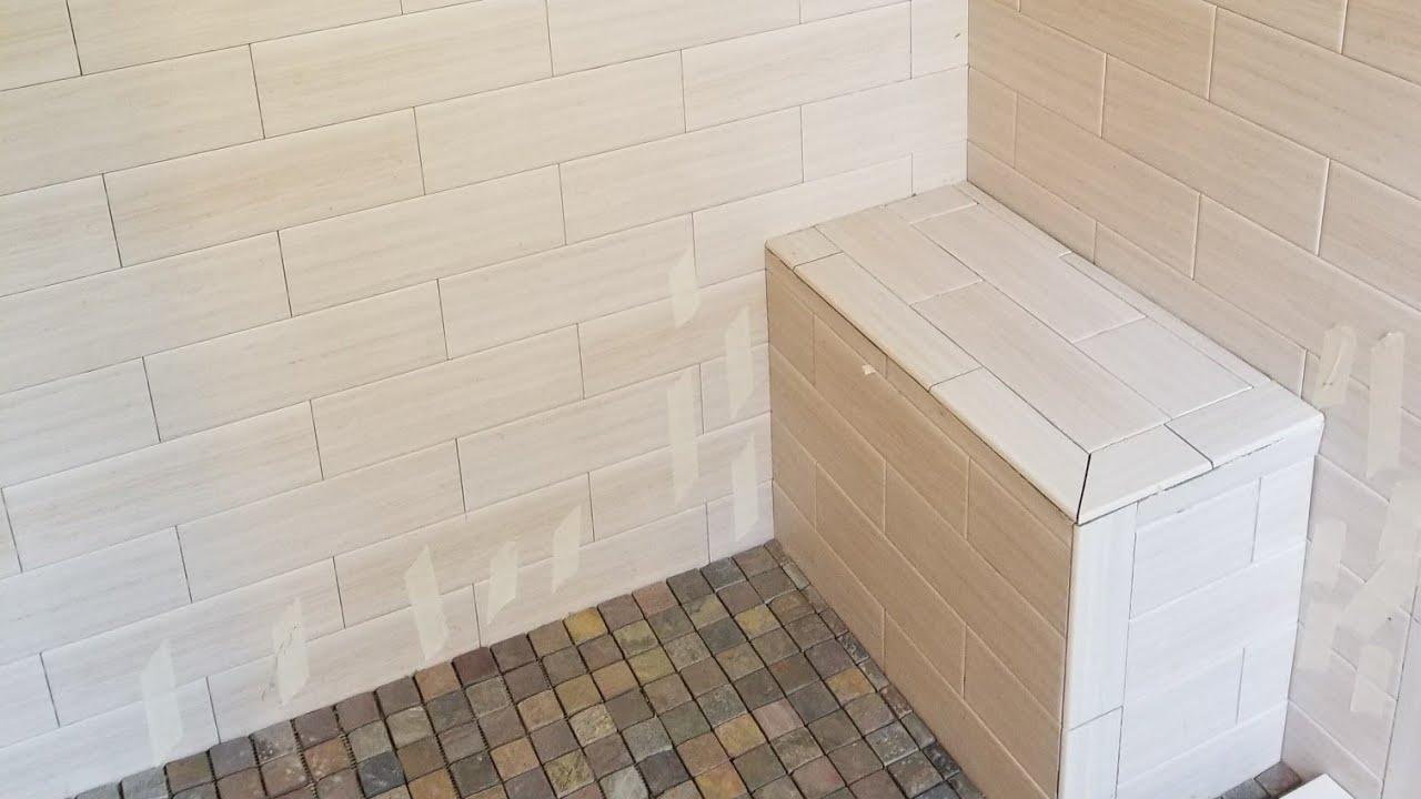 Como instalar ceramica en paredes y piso de un ba o youtube for Como colocar ceramicos en un bano