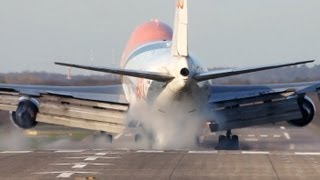 TNT Boeing 747-400 very hard Landing at Düsseldorf, Close up (HD)