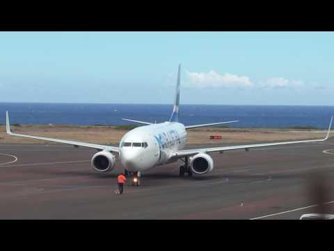 Air Austral Boeing 737-800 à St Pierre-Pierrefonds (ZSE)
