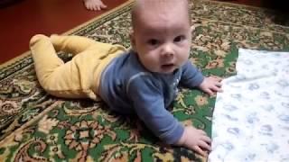 Как научить ребенка ползать!