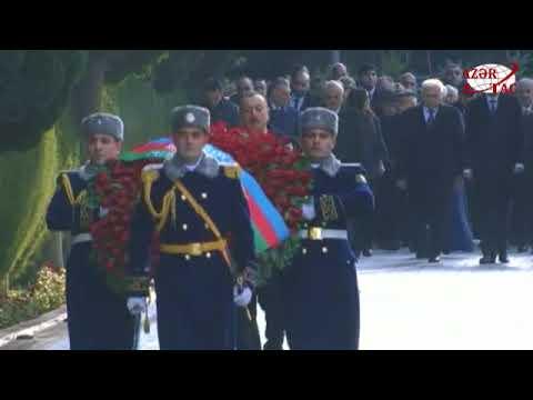 Azərbaycan Prezidenti ümummilli lider Heydər Əliyevin məzarını ziyarət edib