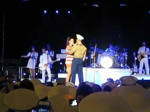 Katy Perry Kisses US Marine — Fleet Week NYC 2012