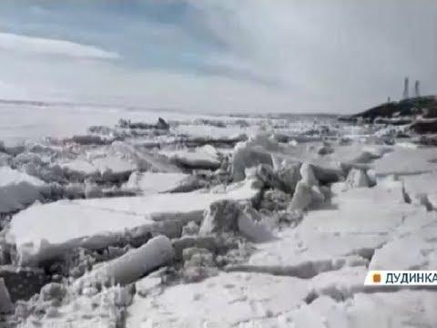 Жители Дудинки делятся впечатляющими кадрами ледохода на Енисее