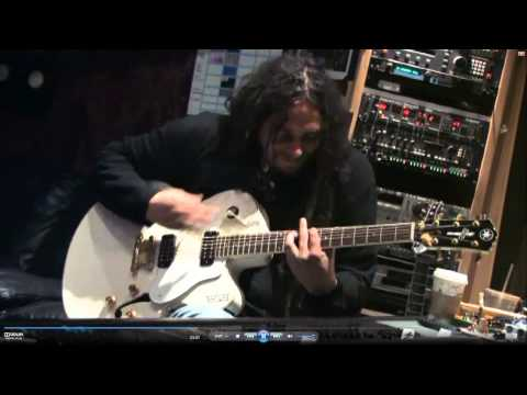 KoRn - Holding all these lies - Studio HD -