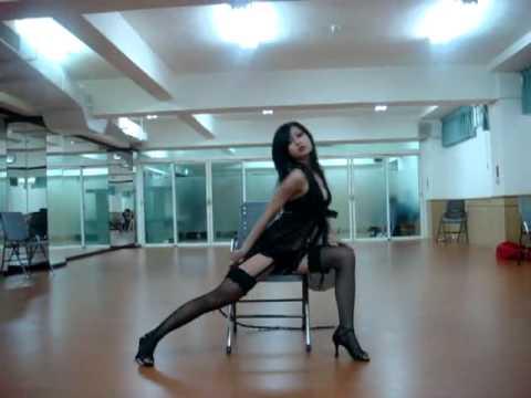 [舞蹈]Dora若羚-狂野皮鞭+椅子 - YouTube