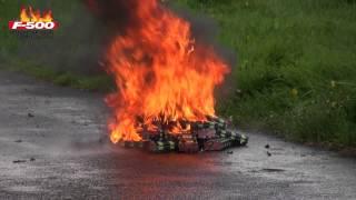 F-500 EA Löschversuch - Brennende und reagierende Lithium-Polymer-Akkumulatoren mit F-500 EA löschen