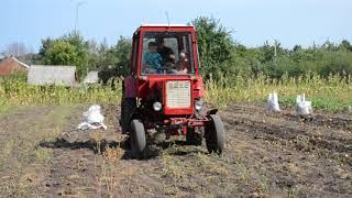 урок вождения на тракторі )))