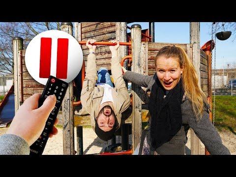 PAUSE CHALLENGE AUF SPIELPLATZ - Kaan & Kathi Ferngesteuert Von Nina - Peinliche Erwachsenen Aktion