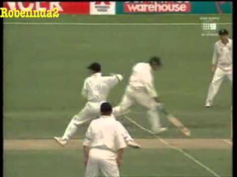 MOST BRAINLESS FIELDING IN CRICKET HISTORY - ALAN MULALLY