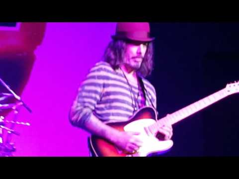 The Winery Dogs -Richie Kotzen Guitar Solo-Amazing!!