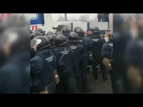 Эвакуированных из китайского Уханя украинцев на родине встречали как из чумного барака.