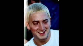 Download lagu Pictures of Eminem Smiling