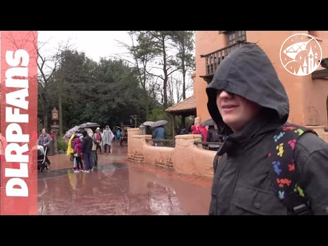 Searching for more 25th anniversary merchandise at Disneyland Paris in 4K