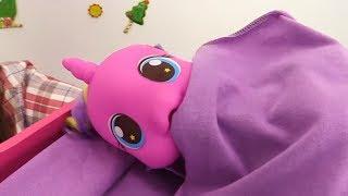 Май #ЛитлПони игрушки 💉 Лечим Принцессу СКАЙЛУ! Видео для девочек Дружба Чудо. Детские игры больница(Видео для девочек с игрушками Май Литл Пони . Детская #играбольница. #ЧудоПони Принцесса Скайла проснулас..., 2016-11-25T09:48:17.000Z)