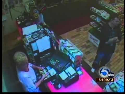 Clerk fights off robber in Vermilion