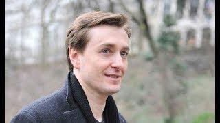 «Какой красавец мужчина»: Сергей Безруков показал редкое фото своего отца. Тоже играл Пушкина