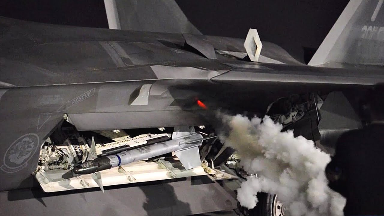 This Is What F-22 Engine Startup Sounds Like - YouTube