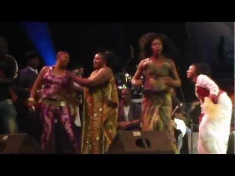 Malian singer breaks into dance solo @ Bamako Festival, Mali, West Africa
