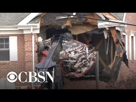 2 killed in car that crashed into office building's 2nd floor