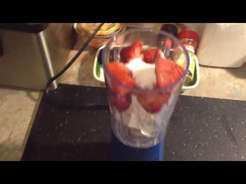 Hamilton Beach Single Serving Blender /Making Strawberry Smoothies