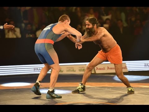 Baba Ramdev shows his power of yoga in the Pro Wrestling League