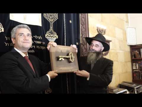 Key of Historic Brodsky Synagogue handed to Jewish Community Odessa