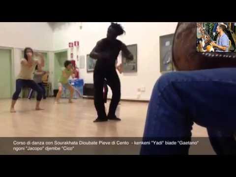 Jacopo Barone, accompagnando il corso di danza con Sourakhata Dioubate a Pieve di Cento