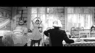 Тося танцует