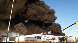 Grote brand bij kunststoffengroothandel aan de Schutweg in Waalwijk 3