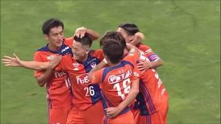 最終ラインの裏に抜け出した味方選手のラストパスを河田 篤秀(新潟)が...
