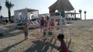 Видео для мамочек с пляжа Абу-Даби(, 2016-02-07T07:35:24.000Z)