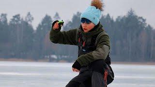 ЗИМОЙ на ВОДОХРАНИЛИЩЕ Рыбалка с камерой СО ЛЬДА НА ПОПЛАВОК 230