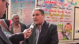 بالفيديو.. سيارات متنقلة لبيع الدواجن بسعر مخفض في ميدان السيدة زينب