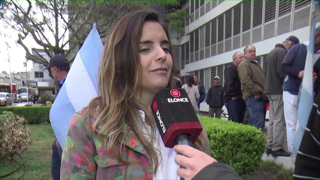 Resultado de imagen para protestaron contra el fallo judicial que limita las fumigaciones