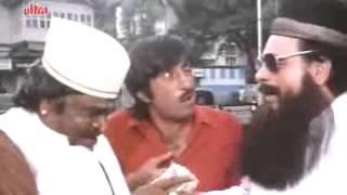 Kadar Khan as Parsi Bawa - Baap Numbri Beta Dus Numbri Scene