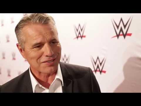Jan Stecker über Ähnlichkeiten Von WWE Und Football: WWE Live In Stuttgart (Red Carpet)