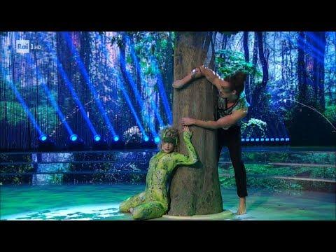 Manche speciale: il serpente Giaro Giarratana e Lucrezia Lando - Ballando con le Stelle 05/05/2018