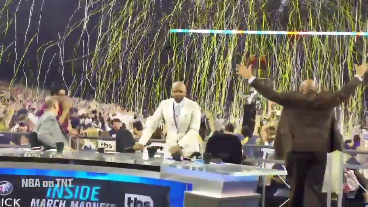 Men's Basketball: Kris Jenkins Shot – Social Reaction