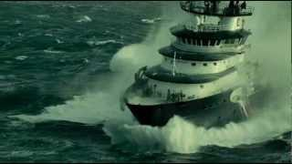 Monster Waves Ramming Huge Ships