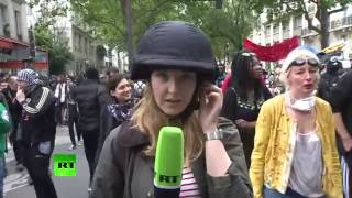 Проукраинские активисты напали на журналиста RT во время митинга в Париже(Продюсер телеканала RT Анна Баранова подверглась нападению проукраинских активистов во время освещения..., 2016-05-26T16:38:45.000Z)