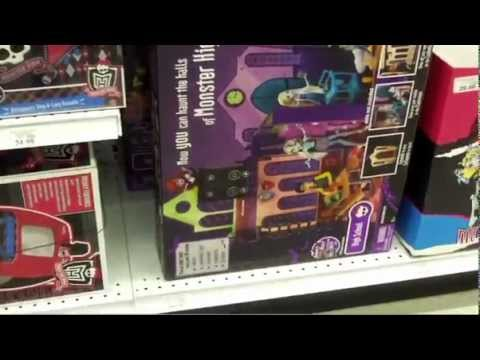 Monster High At Toys R Us ( School, DDG, GR ) Travel Video