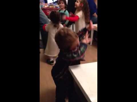 Маленький армянин танцует
