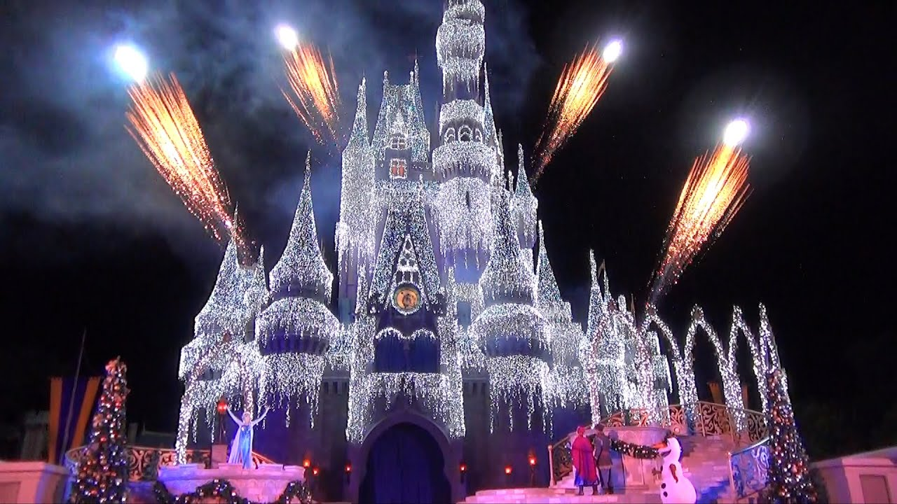 elsa lights cinderella castle in a frozen holiday wish with olaf anna kristoff disney world youtube
