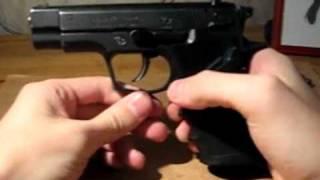 Обзор травматического пистолета Гроза-02(Прошу прощения за качество видео и за интонацию, это видео мне удалось снять только, наверное, с седьмого..., 2010-10-28T20:42:13.000Z)
