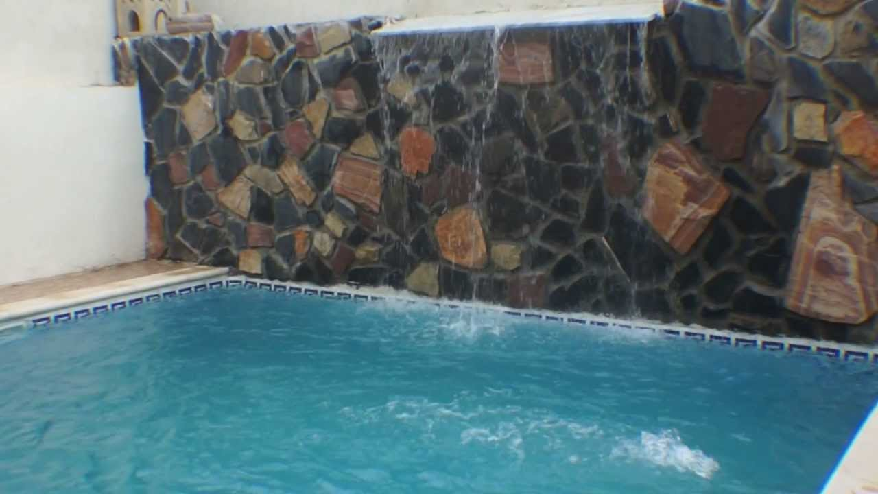 Piscine avec cascade algerie youtube for Camping cancale avec piscine