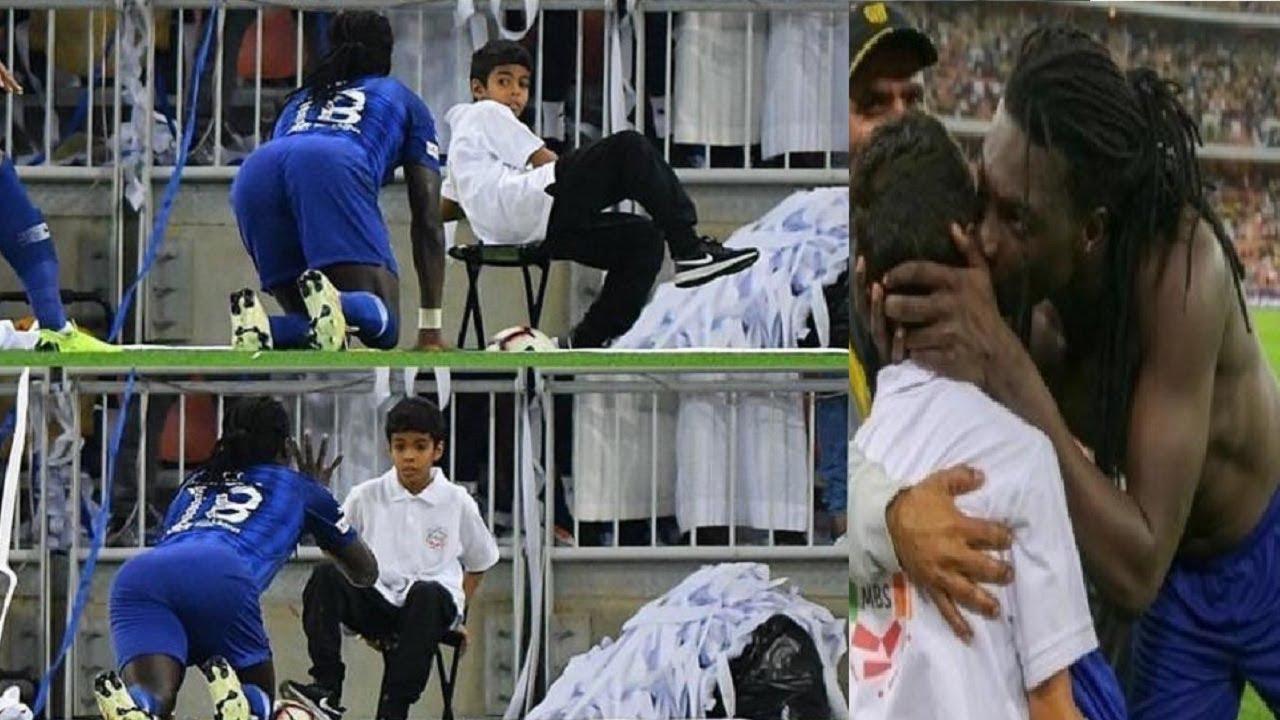 طفل سعودي يهرب مرعوبا من غوميز لاعب الهلال وسعوديون يطالبون