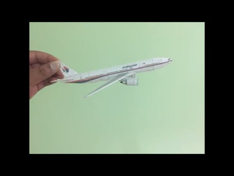 Malaysian Airlines MH370 Paper Model Timelapse