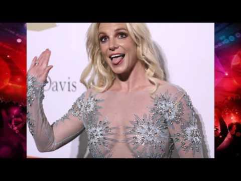 Видео: Блины на сковородке Грудь Бритни Спирс в прозрачном наряде